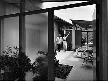 Eichler homes loveliness in walls of glass for Joseph eichler houses